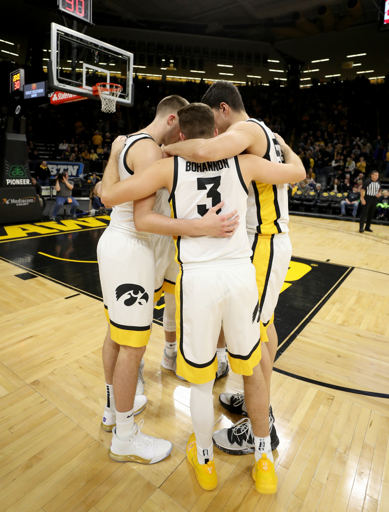 The Iowa Hawkeyes gather before their game against the Minnesota Golden Gophers Monday, December 9, 2019 at Carver-Hawkeye Arena. (Brian Ray/hawkeyesports.com)