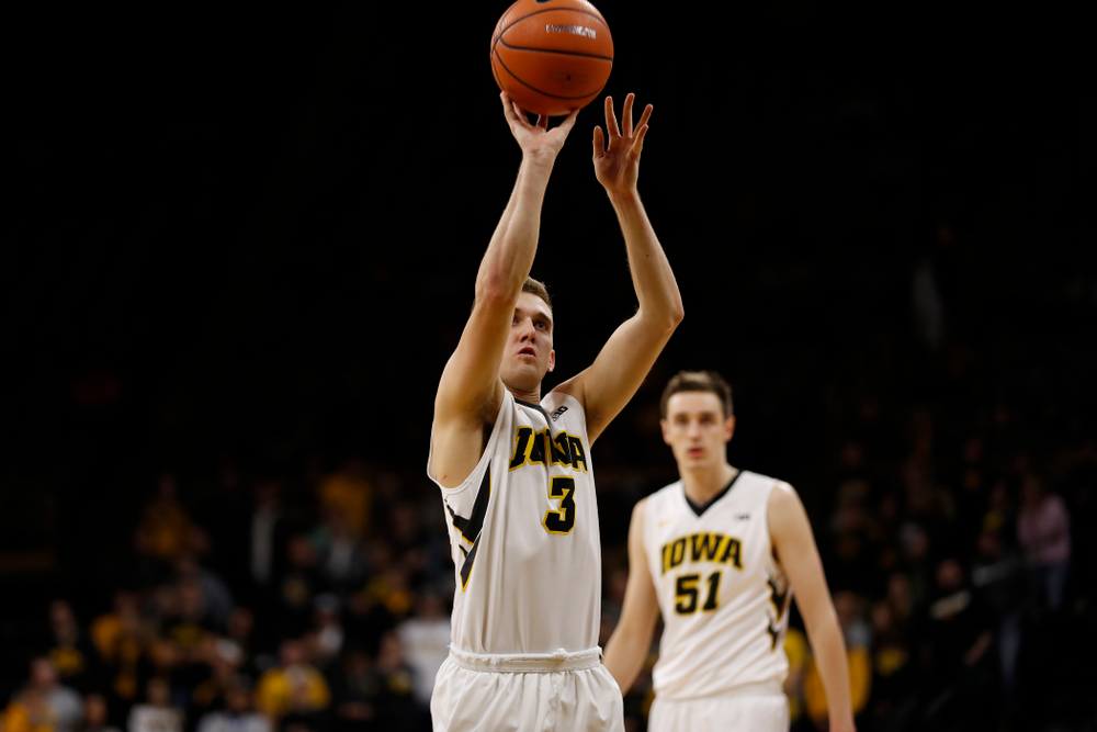Iowa Hawkeyes guard Jordan Bohannon (3)