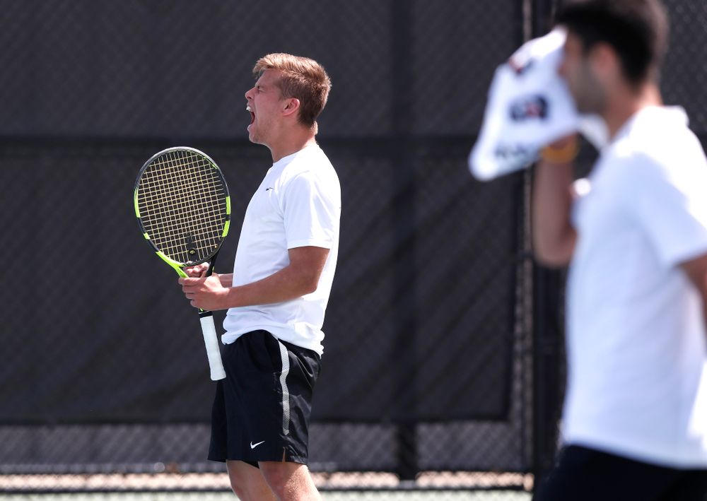 Will Davies against Northwestern in the first round of the 2018 Big Ten Men's Tennis Tournament Thursday, April 26, 2018 at the Hawkeye Tennis and Recreation Complex. (Brian Ray/hawkeyesports.com)