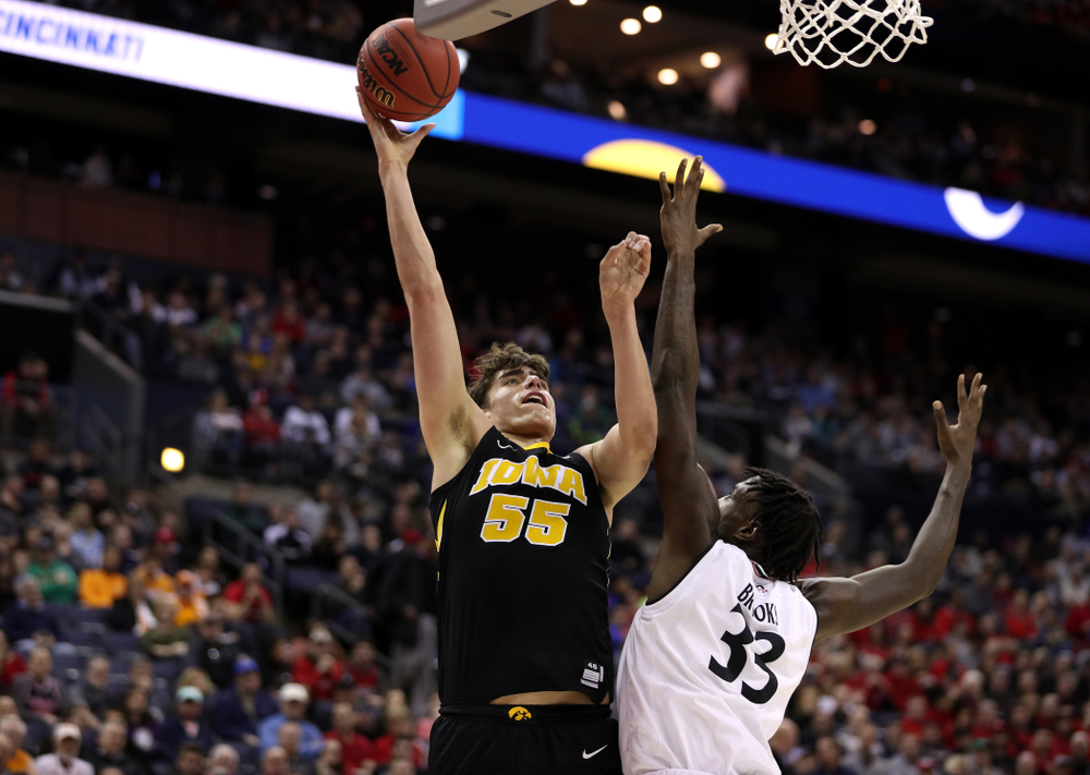 Iowa Hawkeyes forward Luka Garza (55) against the Cincinnati Bearcats in the first round of the 2019 NCAA Men's Basketball Tournament Friday, March 22, 2019 at Nationwide Arena in Columbus, Ohio. (Brian Ray/hawkeyesports.com)
