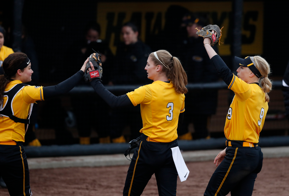 Iowa Hawkeyes starting pitcher/relief pitcher Allison Doocy (3), infielder Taylor Libby (4), and infielder Sarah Kurtz (9) against UW Green Bay Tuesday, March 27, 2018 at Bob Pearl Field. (Brian Ray/hawkeyesports.com)