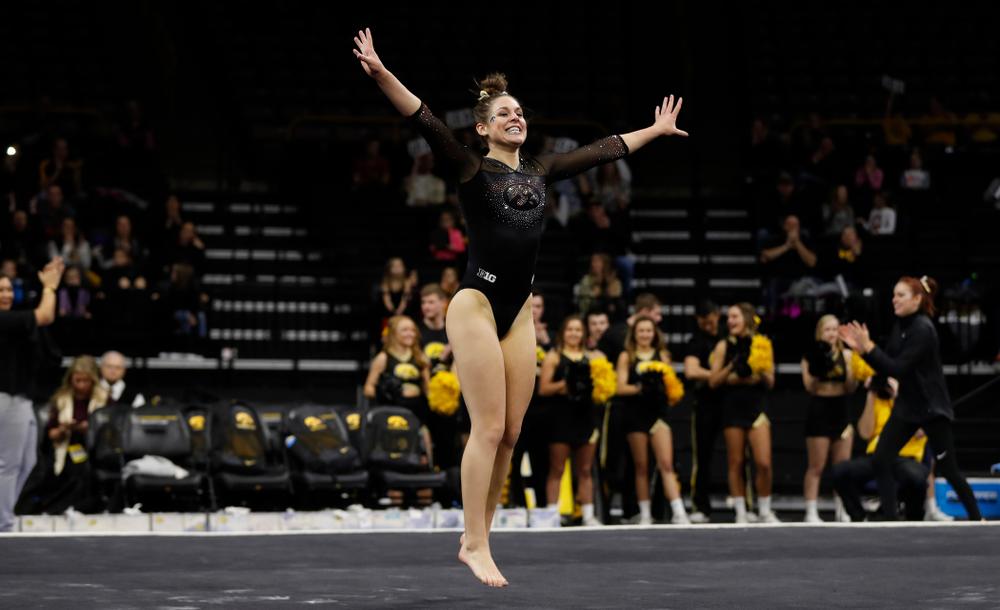 Melissa Zurawski competes on the floor