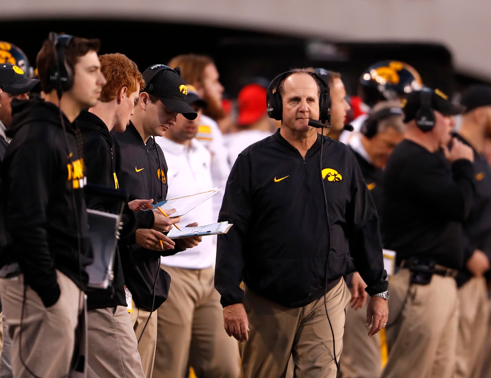 Iowa Hawkeyes defensive coordinator Phil Parker