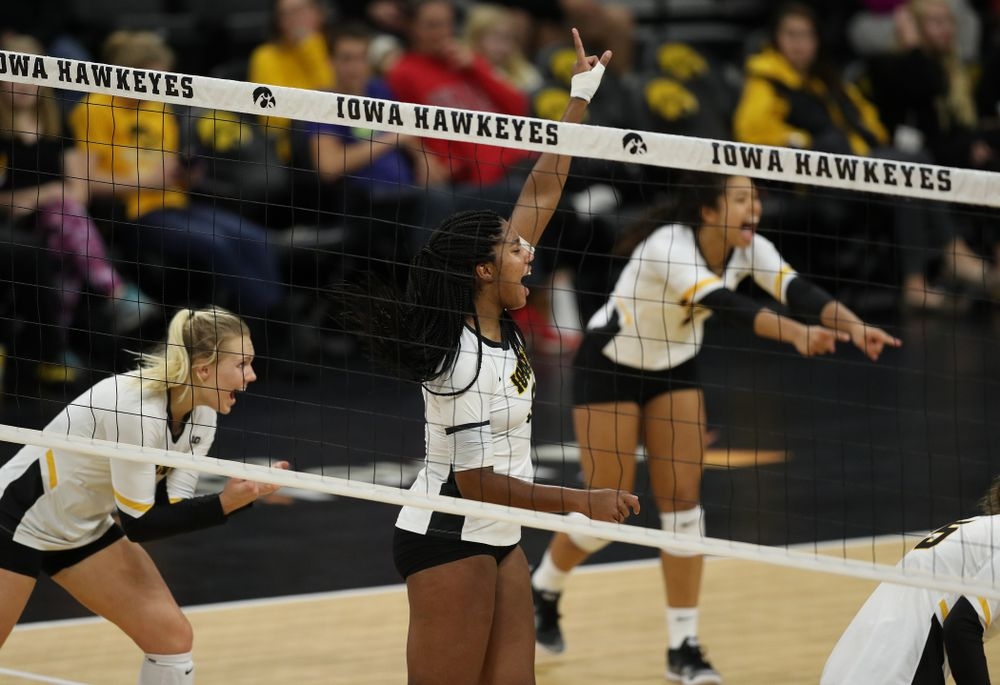Iowa Hawkeyes middle blocker Amiya Jones (9) against the Ohio State Buckeyes Saturday, November 24, 2018 at Carver-Hawkeye Arena. (Brian Ray/hawkeyesports.com)