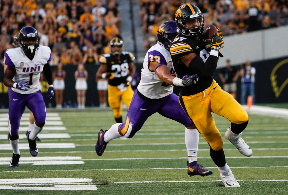 Iowa Hawkeyes tight end Noah Fant (87) hauls in a 43-yard reception during a game against Northern Iowa at Kinnick Stadium on September 15, 2018. (Tork Mason/hawkeyesports.com)