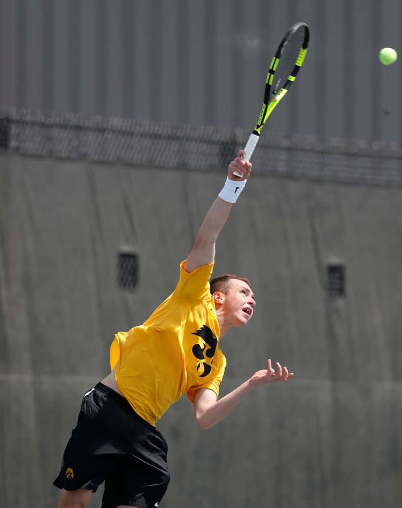 Kareem Allaf against Northwestern in the first round of the 2018 Big Ten Men's Tennis Tournament Thursday, April 26, 2018 at the Hawkeye Tennis and Recreation Complex. (Brian Ray/hawkeyesports.com)