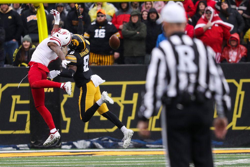 Iowa Hawkeyes defensive back Matt Hankins (8) breaks up a pass