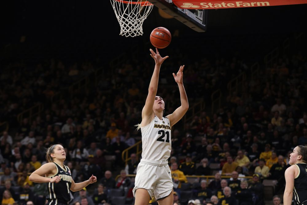 Iowa Hawkeyes forward Hannah Stewart (21) against the Purdue Boilermakers Sunday, January 27, 2019 at Carver-Hawkeye Arena. (Brian Ray/hawkeyesports.com)