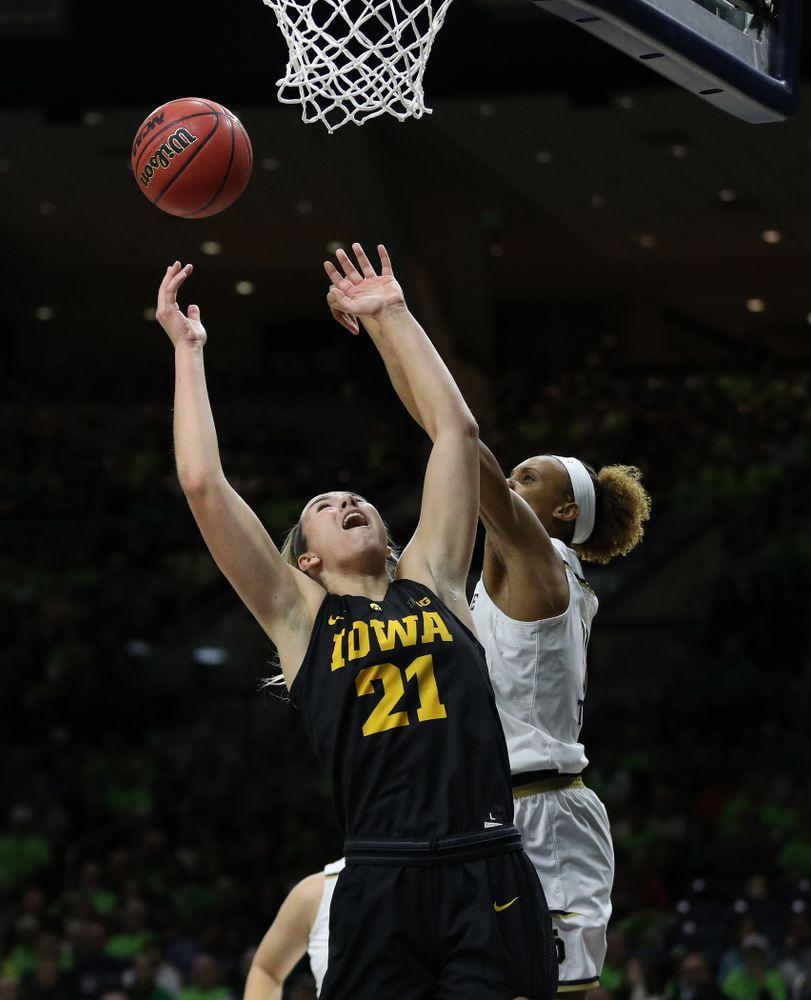 Iowa Hawkeyes forward Hannah Stewart (21) against the Notre Dame Fighting Irish Thursday, November 29, 2018 at the Joyce Center in South Bend, Ind. (Brian Ray/hawkeyesports.com)