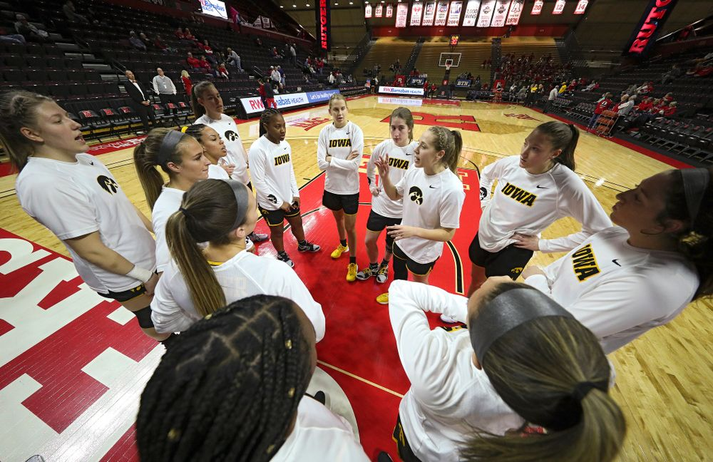 Iowa guard Kathleen Doyle (22) talks with her team before their game at the Rutgers Athletic Center in Piscataway, N.J. on Sunday, March 1, 2020. (Stephen Mally/hawkeyesports.com)