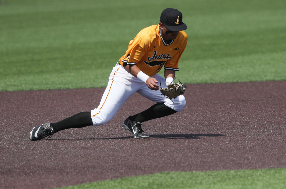 Iowa Hawkeyes infielder Matthew Sosa (31) against the Nebraska Cornhuskers Sunday, April 21, 2019 at Duane Banks Field. (Brian Ray/hawkeyesports.com)