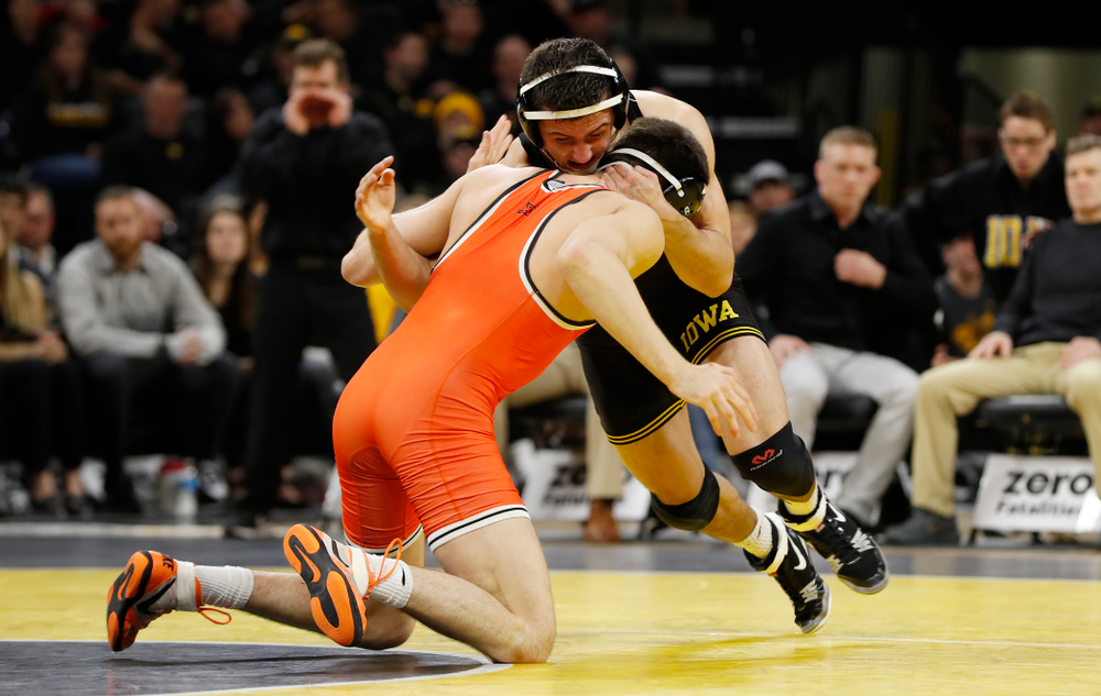 Iowa's Michael Kemerer Wrestles Oklahoma State's Jonce Blaylock at 157 pounds