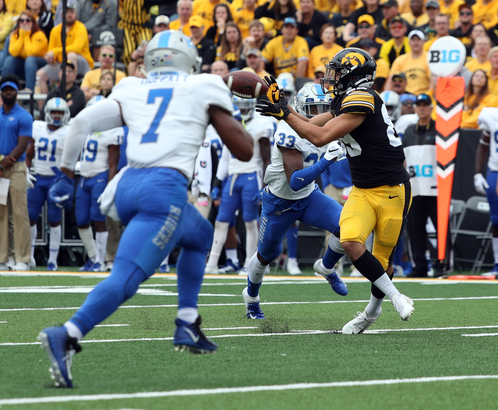 Iowa Hawkeyes wide receiver Nico Ragaini (89) against Middle Tennessee State Saturday, September 28, 2019 at Kinnick Stadium. (Brian Ray/hawkeyesports.com)