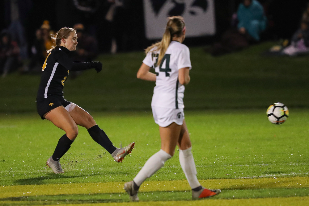Iowa Hawkeyes defender Sara Wheaton (24) passes the ball during a game against Michigan State at the Iowa Soccer Complex on October 12, 2018. (Tork Mason/hawkeyesports.com)