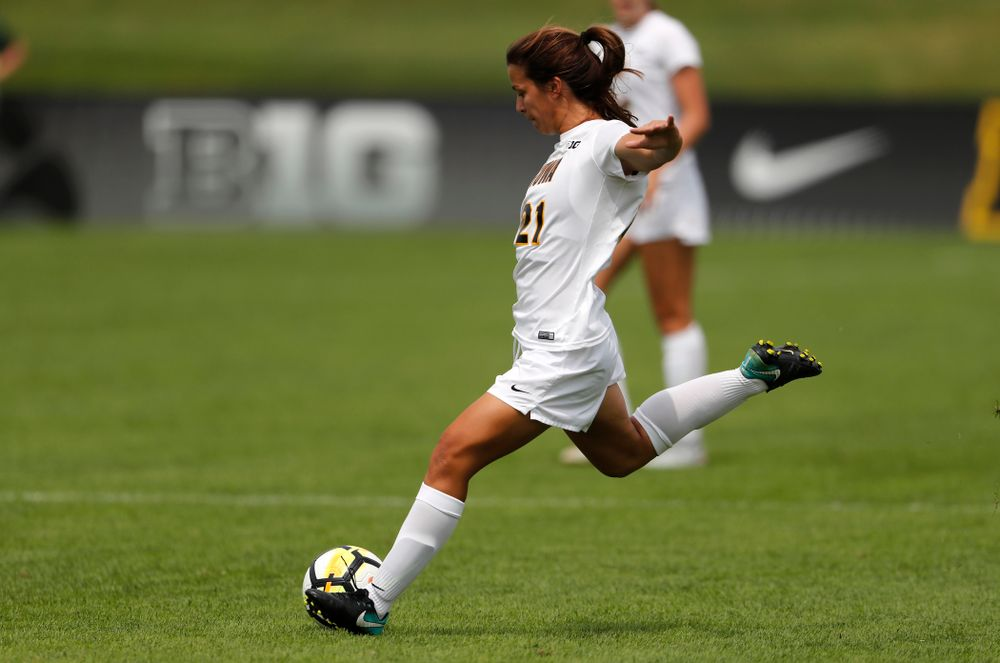 Iowa Hawkeyes Emma Tokuyama (21) against the Creighton Bluejays  Sunday, August 19, 2018 at the Iowa Soccer Complex. (Brian Ray/hawkeyesports.com)