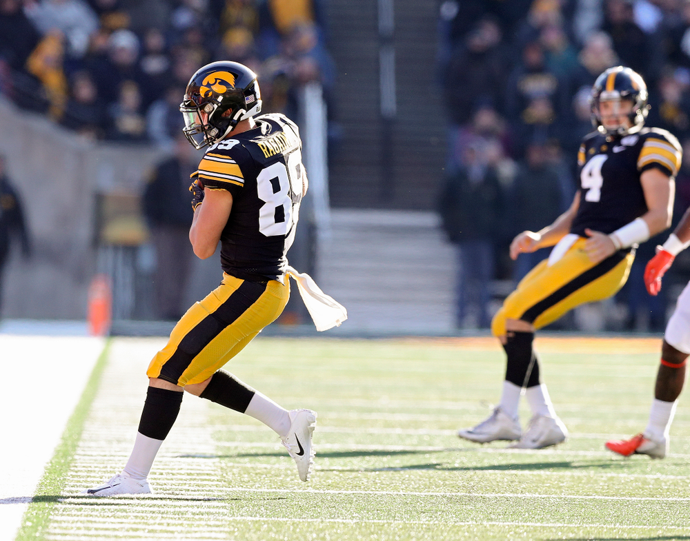 Iowa Hawkeyes wide receiver Nico Ragaini (89) pulls in a pass along the sidelines during the fourth quarter of their game at Kinnick Stadium in Iowa City on Saturday, Nov 23, 2019. (Stephen Mally/hawkeyesports.com)