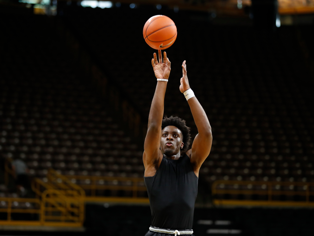 Iowa Hawkeyes forward Tyler Cook (25) pulls up for a shot during the first practice of the season Monday, October 1, 2018 at Carver-Hawkeye Arena. (Brian Ray/hawkeyesports.com)