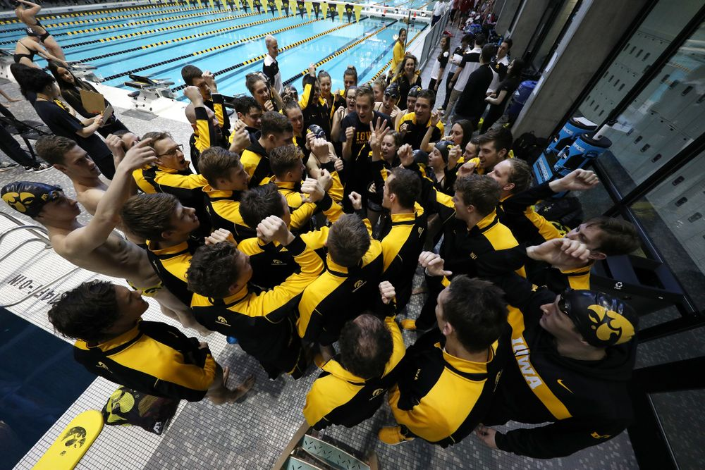 The Iowa Hawkeyes get pumped up before a double dual against Wisconsin and Northwestern Saturday, January 19, 2019 at the Campus Recreation and Wellness Center. (Brian Ray/hawkeyesports.com)