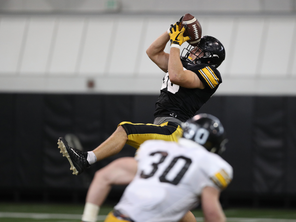 tight end T.J. Hockenson (38) during preparation for the 2019 Outback Bowl Wednesday, December 19, 2018 at the Hansen Football Performance Center. (Brian Ray/hawkeyesports.com)