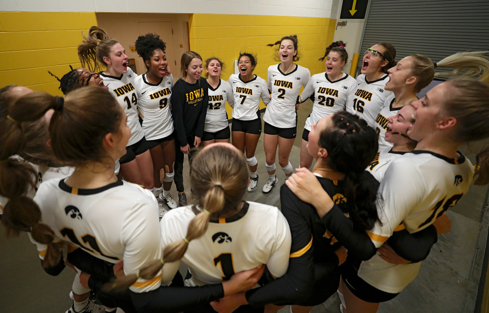The Iowa Hawkeyes huddle before the start of their volleyball match at Carver-Hawkeye Arena in Iowa City on Sunday, Oct 13, 2019. (Stephen Mally/hawkeyesports.com)