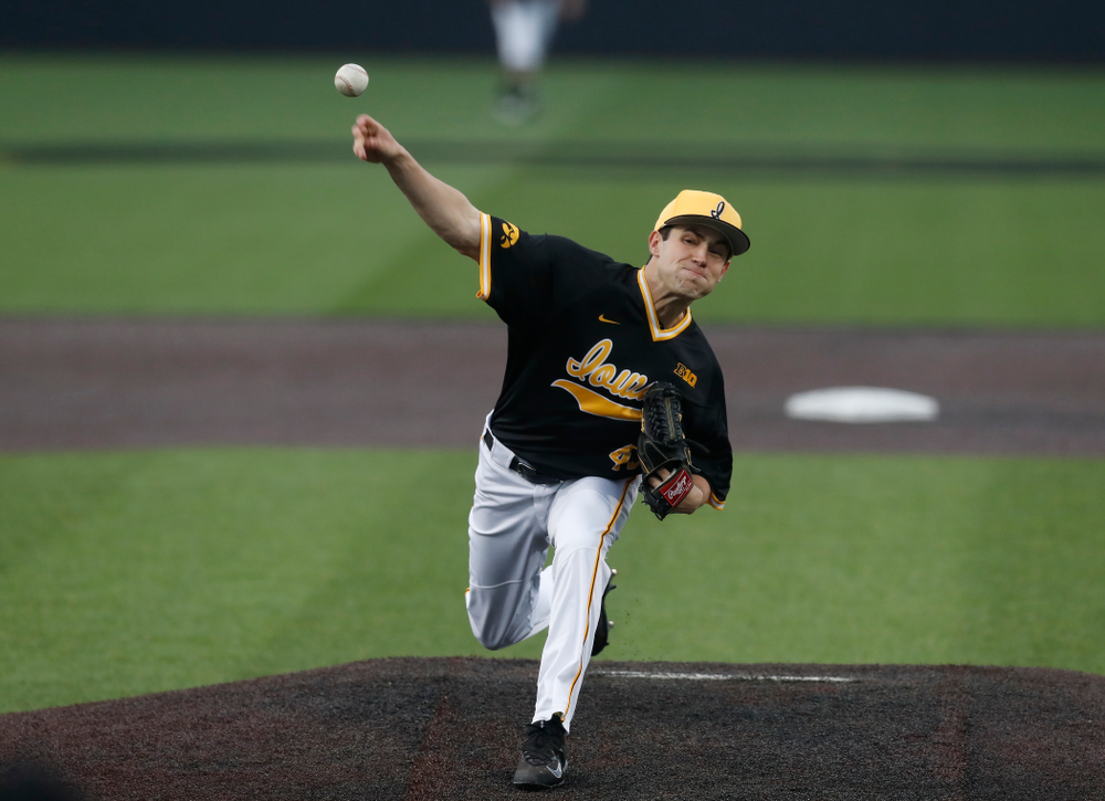 Iowa Hawkeyes pitcher Grant Leonard (43) against the Bradley Braves Wednesday, March 28, 2018 at Duane Banks Field. (Brian Ray/hawkeyesports.com)