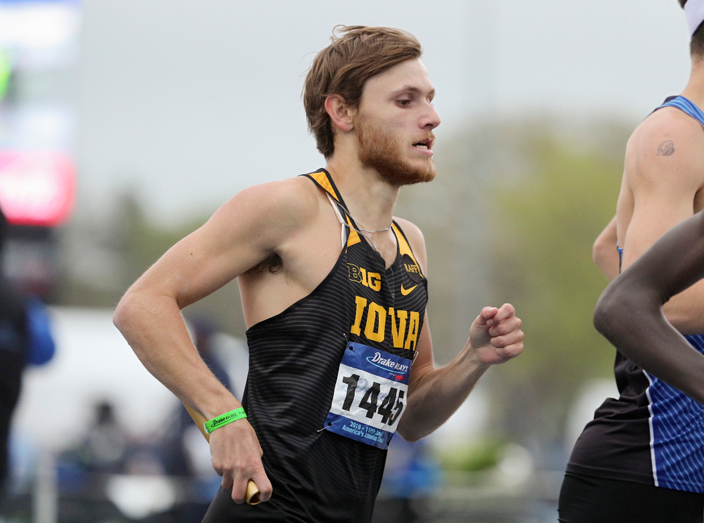 Iowa's Tysen VanDraska runs the men's distance medley relay event during the third day of the Drake Relays at Drake Stadium in Des Moines on Saturday, Apr. 27, 2019. (Stephen Mally/hawkeyesports.com)