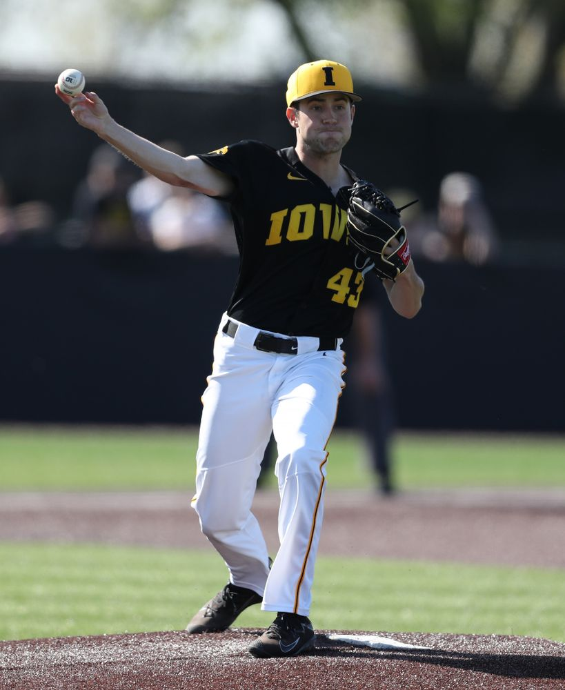 Iowa Hawkeyes Grant Leonard (43) throws to first during game two against UC Irvine Saturday, May 4, 2019 at Duane Banks Field. (Brian Ray/hawkeyesports.com)