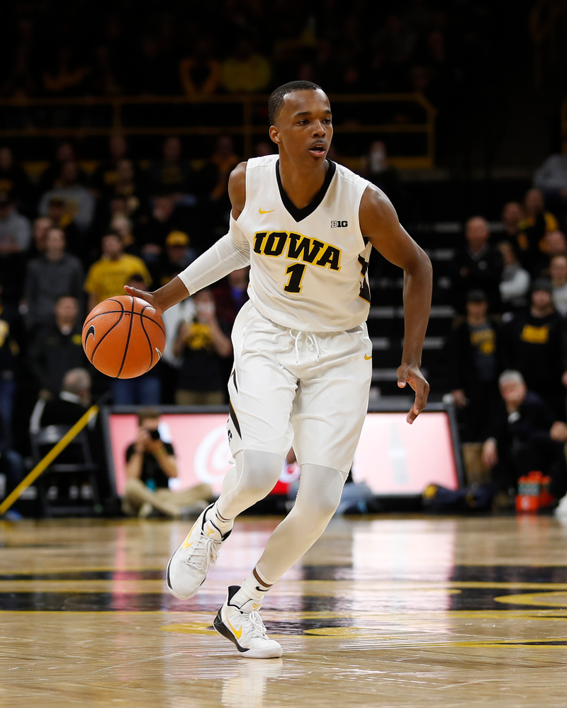 Iowa Hawkeyes guard Maishe Dailey (1)