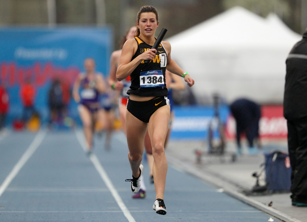 Iowa's Taylor Arco runs the women's sprint medley relay event during the third day of the Drake Relays at Drake Stadium in Des Moines on Saturday, Apr. 27, 2019. (Stephen Mally/hawkeyesports.com)