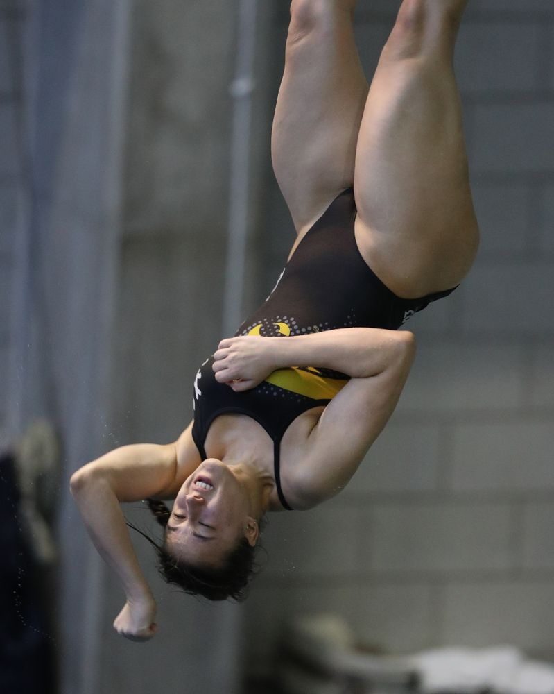Iowa's Jayah Mathews competes on the 3 meter springboard during a double dual against Wisconsin and Northwestern Saturday, January 19, 2019 at the Campus Recreation and Wellness Center. (Brian Ray/hawkeyesports.com)