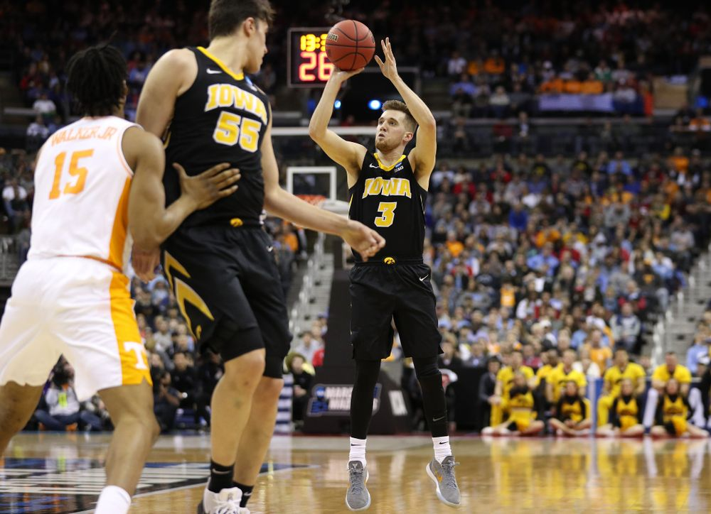 Iowa Hawkeyes guard Jordan Bohannon (3) against the Tennessee Volunteers in the second round of the 2019 NCAA Men's Basketball Tournament Sunday, March 24, 2019 at Nationwide Arena in Columbus, Ohio. (Brian Ray/hawkeyesports.com)