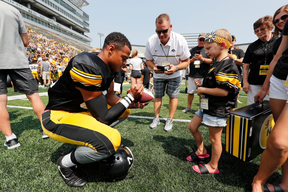 Iowa Hawkeyes tight end Noah Fant (87) during Kids Day Saturday, August 11, 2018 at Kinnick Stadium. (Brian Ray/hawkeyesports.com)