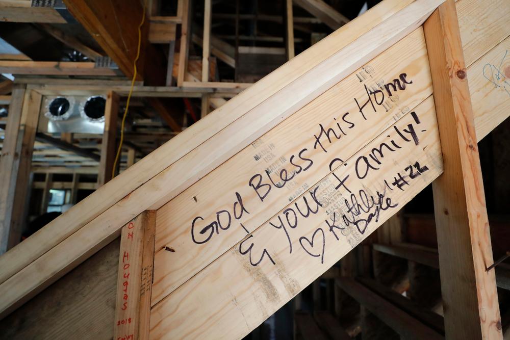 The Iowa Hawkeyes work on the Habitat for Humanity Women's Build Wednesday, September 26, 2018 in Iowa City. (Brian Ray/hawkeyesports.com)