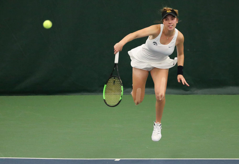Samantha Mannix serves in a singles match during the second day of the ITA Central Regional Championships at the Hawkeye Tennis and Recreation Complex on October 13, 2018. (Tork Mason/hawkeyesports.com)