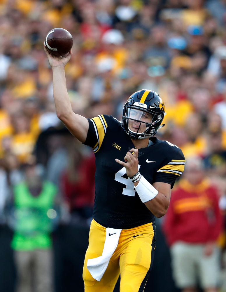Iowa Hawkeyes quarterback Nate Stanley (4) against the Iowa State Cyclones Saturday, September 8, 2018 at Kinnick Stadium. (Brian Ray/hawkeyesports.com)