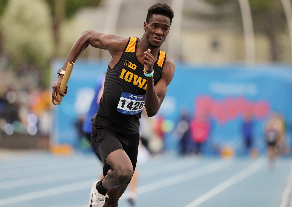 Iowa's Wayne Lawrence Jr. runs the men's distance medley relay event during the third day of the Drake Relays at Drake Stadium in Des Moines on Saturday, Apr. 27, 2019. (Stephen Mally/hawkeyesports.com)