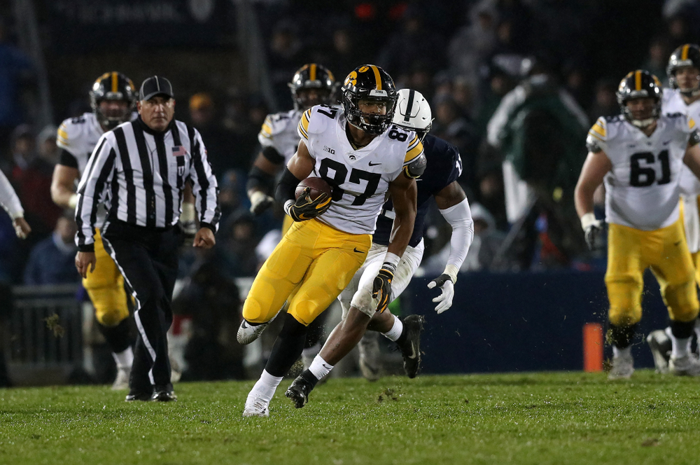 Iowa Hawkeyes tight end Noah Fant (87) against the Penn State Nittany Lions Saturday, October 27, 2018 at Beaver Stadium in University Park, Pa. (Brian Ray/hawkeyesports.com)