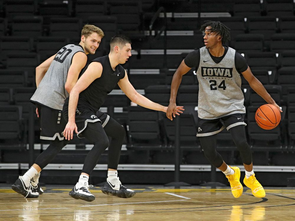 Iowa Hawkeyes guard Bakari Evelyn (4) moves with the ball as guard CJ Fredrick (5) and forward Riley Till (20) look on during practice at Carver-Hawkeye Arena in Iowa City on Monday, Sep 30, 2019. (Stephen Mally/hawkeyesports.com)