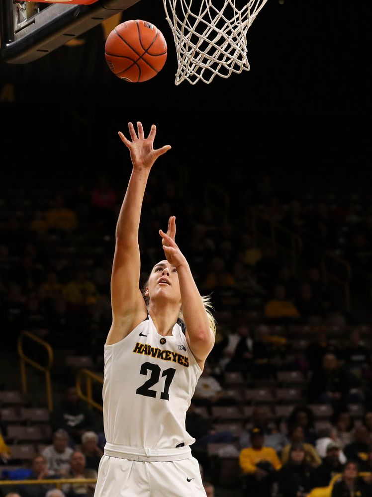Iowa Hawkeyes forward Hannah Stewart (21) goes up for a layup during a game against North Carolina Central at Carver-Hawkeye Arena on November 17, 2018. (Tork Mason/hawkeyesports.com)