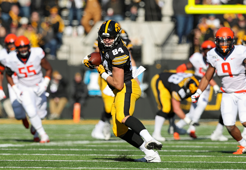 Iowa Hawkeyes tight end Sam LaPorta (84) pulls in a pass during the first quarter of their game at Kinnick Stadium in Iowa City on Saturday, Nov 23, 2019. (Stephen Mally/hawkeyesports.com)