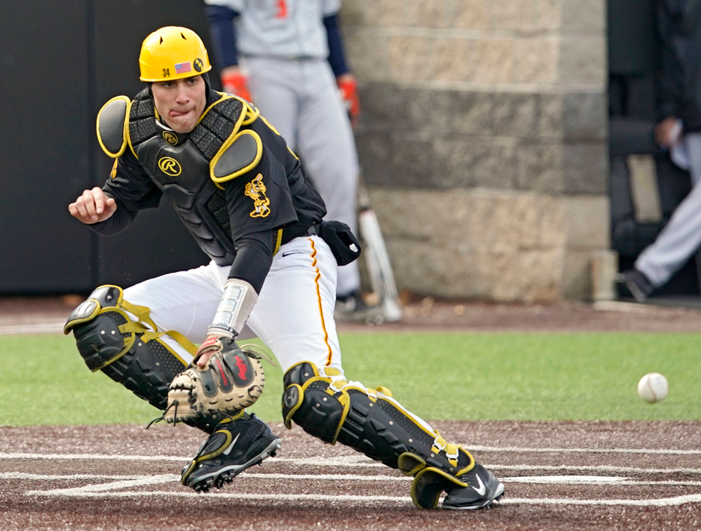 Iowa Hawkeyes catcher Austin Martin (34) tracks down a throw to the plate during the fifth inning of their game against Illinois at Duane Banks Field in Iowa City on Saturday, Mar. 30, 2019. (Stephen Mally/hawkeyesports.com)