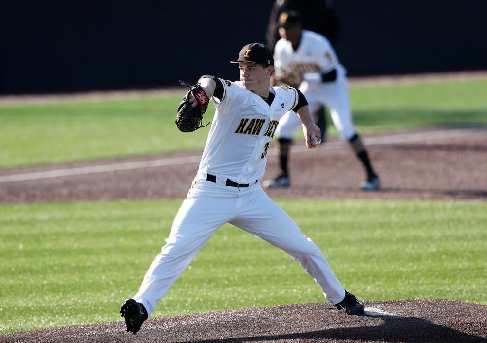 Iowa Hawkeyes pitcher Jack Dreyer (33) against Northern Illinois Tuesday, April 17, 2018 at Duane Banks Field. (Brian Ray/hawkeyesports.com)