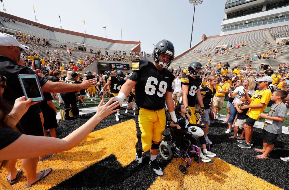 Iowa Hawkeyes offensive lineman Keegan Render (69) and wide receiver Nick Easley (84) during Kids Day Saturday, August 11, 2018 at Kinnick Stadium. (Brian Ray/hawkeyesports.com)
