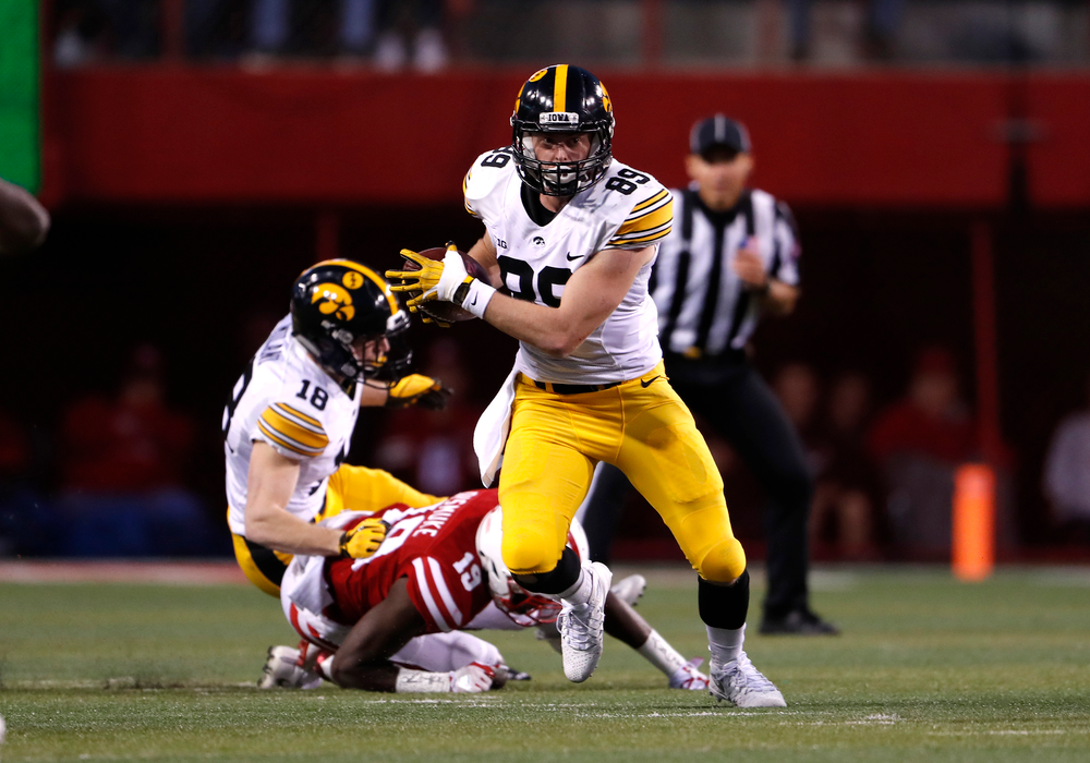 Iowa Hawkeyes wide receiver Matt VandeBerg (89)