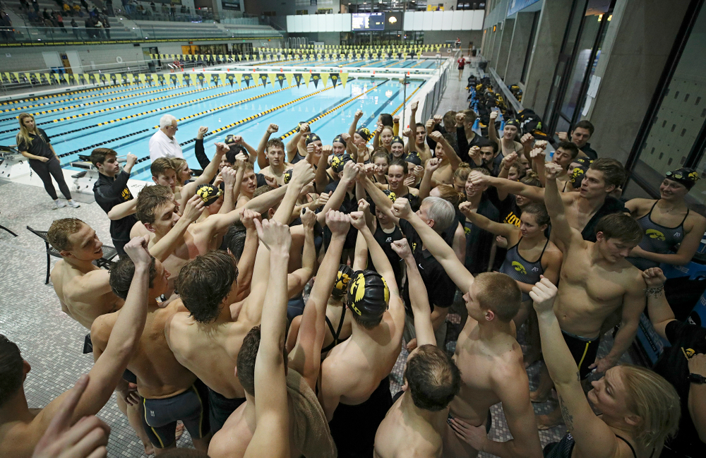 The Hawkeyes huddle after their meet at the Campus Recreation and Wellness Center in Iowa City on Friday, February 7, 2020. (Stephen Mally/hawkeyesports.com)