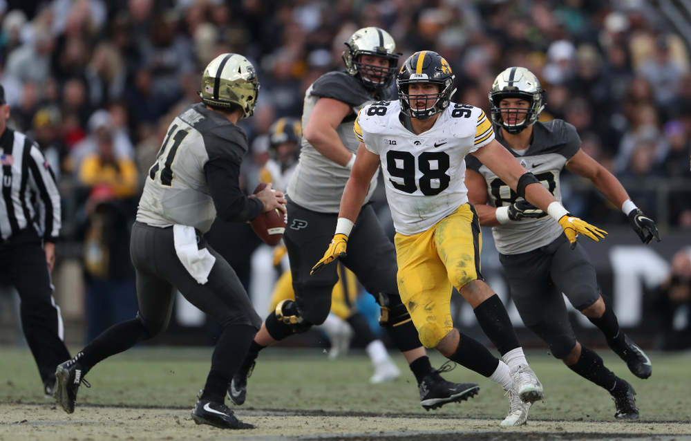 Iowa Hawkeyes defensive end Anthony Nelson (98) against the Purdue Boilermakers Saturday, November 3, 2018 Ross Ade Stadium in West Lafayette, Ind. (Brian Ray/hawkeyesports.com)