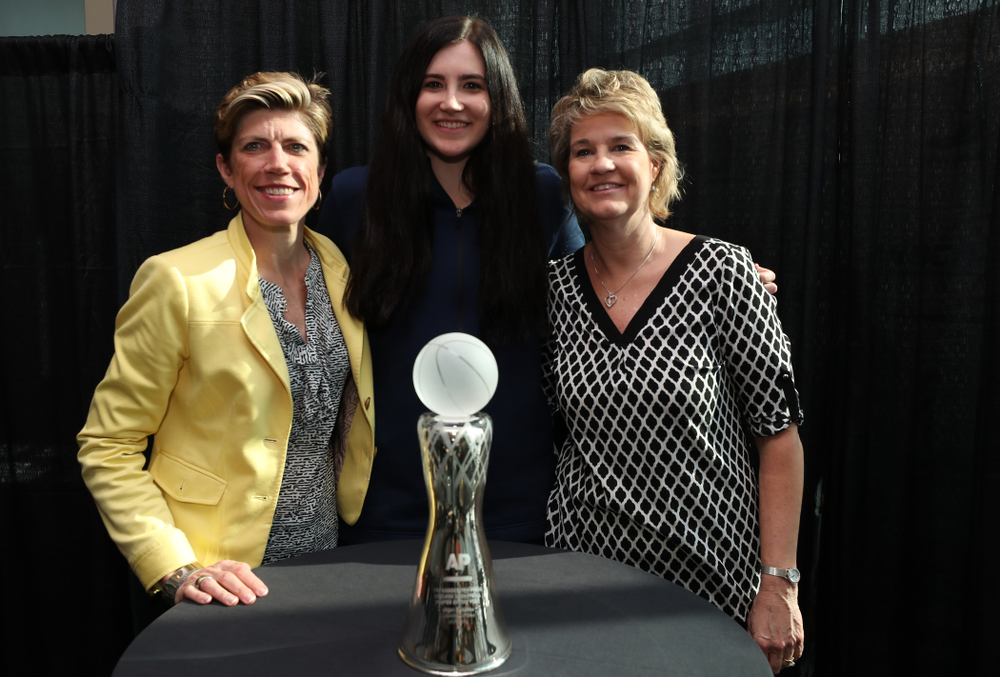 Iowa Hawkeyes forward Megan Gustafson (10) poses for  photo with Iowa Hawkeyes head coach Lisa Bluder and associate head coach Jan Jensen after winning the Associated Press Player Of The Year during a news conference Thursday, April 4, 2019 at Amalie Arena in Tampa, FL. (Brian Ray/hawkeyesports.com)