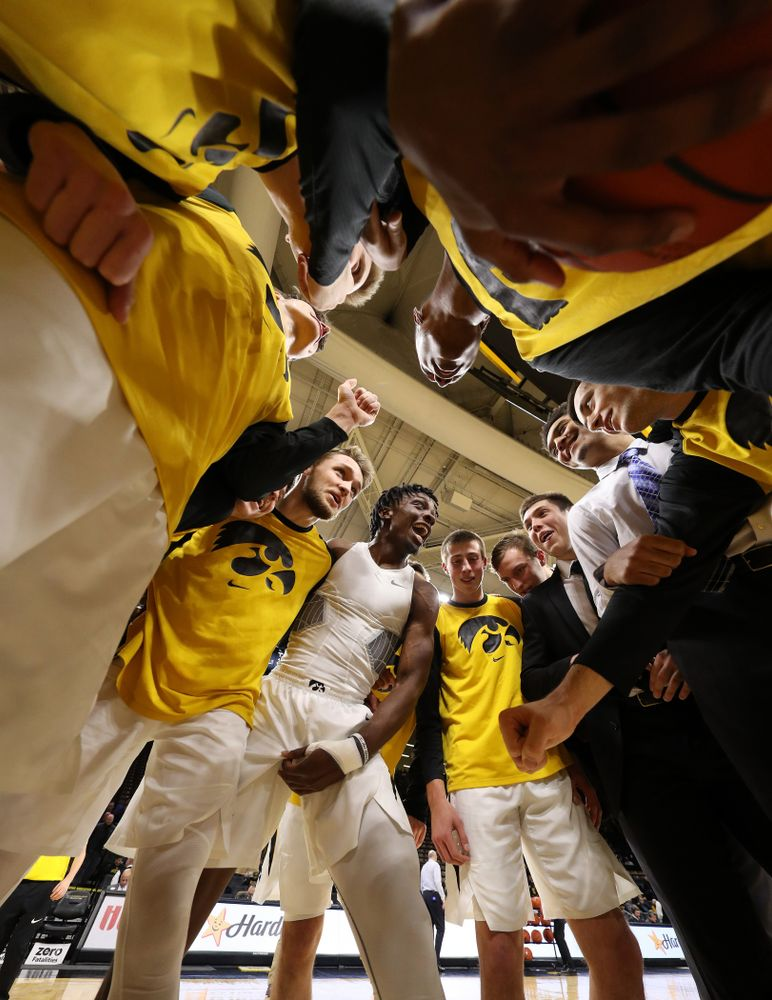 Iowa Hawkeyes forward Tyler Cook (25) pumps up his teammates before their game against the Pitt Panthers Tuesday, November 27, 2018 at Carver-Hawkeye Arena. (Brian Ray/hawkeyesports.com)