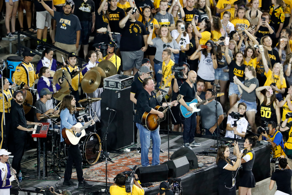 "Country artist Pat Green performs ""Wave on Wave"" during halftime of the Iowa Hawkeyes game against the Northern Iowa Panthers Saturday, September 15, 2018 at Kinnick Stadium. (Brian Ray/hawkeyesports.com)"