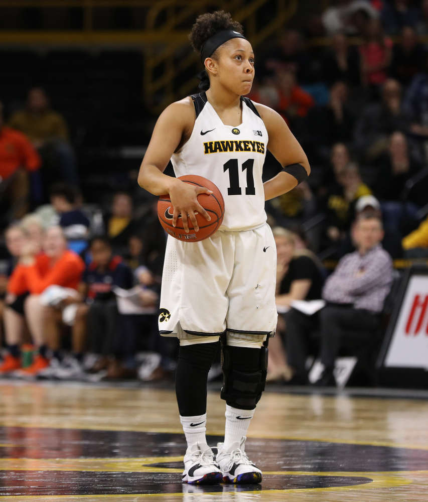 Iowa Hawkeyes guard Tania Davis (11) against the Illinois Fighting Illini Thursday, February 14, 2019 at Carver-Hawkeye Arena. (Brian Ray/hawkeyesports.com)
